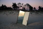 منعکس کننده ارتباط ما با جهان اطراف | تصاویر خیره کننده آینه ها در دل کویر + عکس