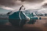 عکس هایی بی نظیر و درخشان از قطب جنوب و رنگ آبی فریبنده آن