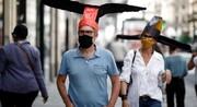 کلاههای ویژه در این گالری هنری پاریس به حفظ فاصله اجتماعی کمک میکنند
