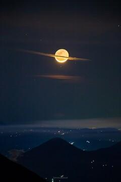 عکس بی نظیر از ماه کامل در شب | ماهی که زحل شد